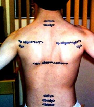 dos tatoué