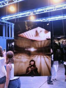 Sur le festival, une expo photo (pas bouleversante, mais pas mal) avec un joli dispositif scénique