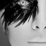 visage de femme, masque à plume