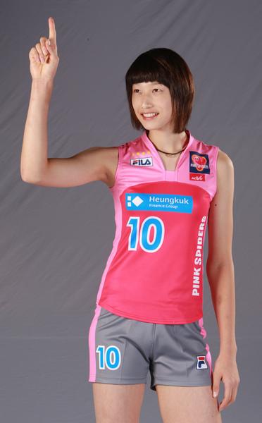 Kim Yeon-Koung qui salue la foule (certainement en délire)