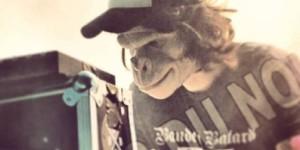 Le DJ Kid Noize, avec son masque de singe